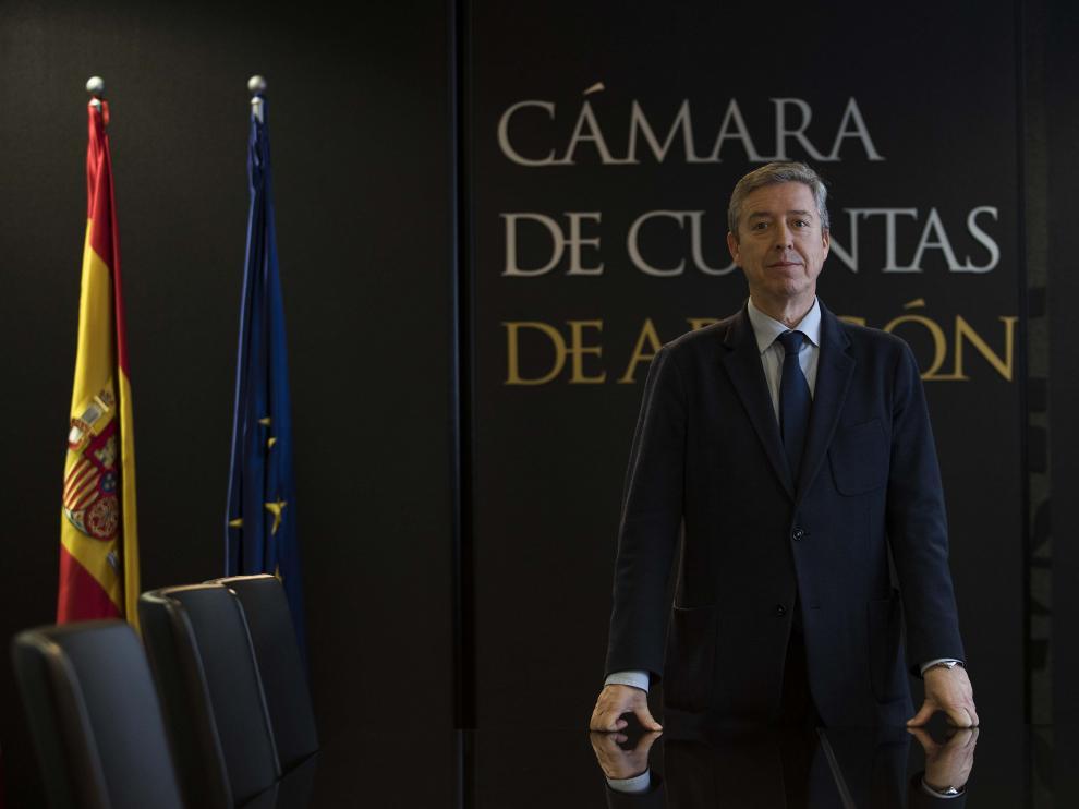 El presidente de la Cámara de Cuentas, Alfonso Peña, en las Cortes de Aragón.