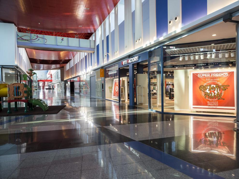 La galería comercial de Plaza Imperial, sin clientes, el viernes por la mañana