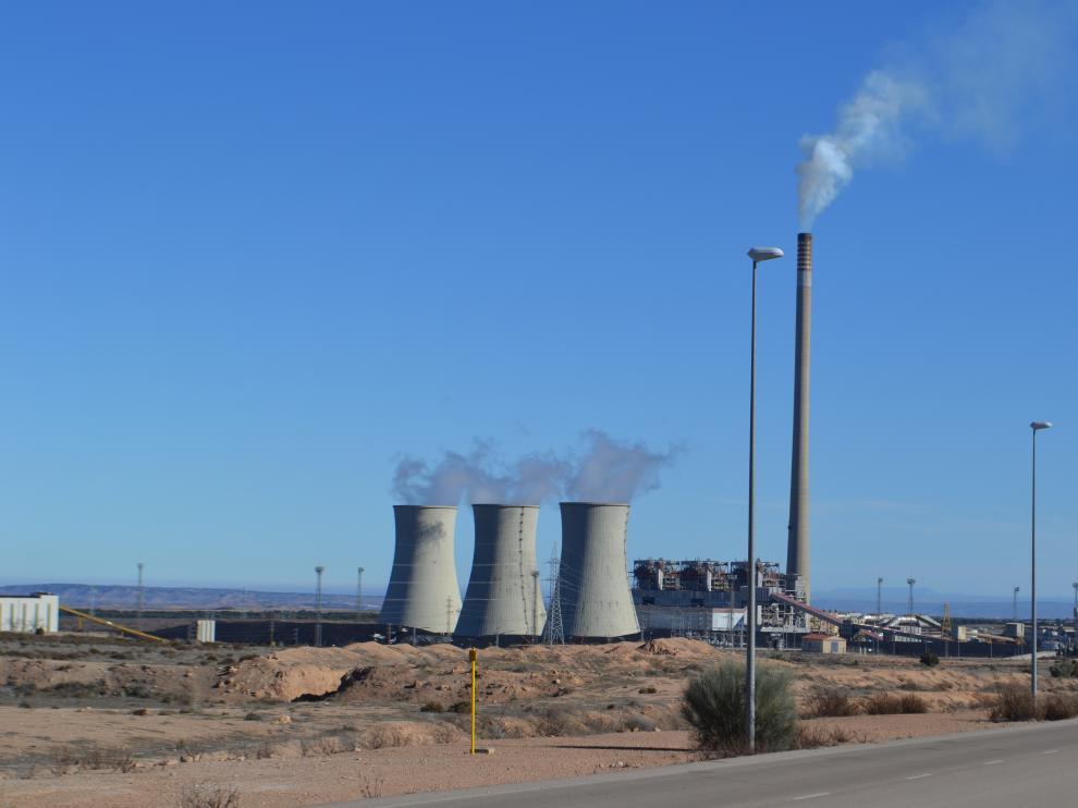 Los tres grupos de la central térmica de Andorra, en producción.
