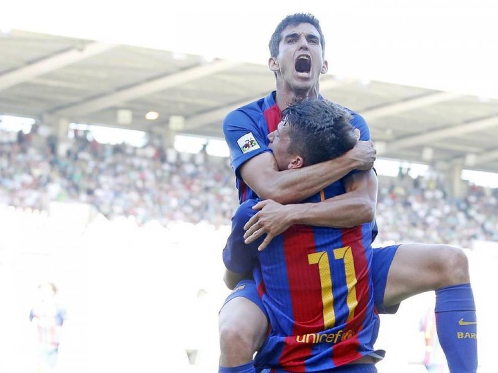 Alfaro celebra un gol con el Barcelona B.