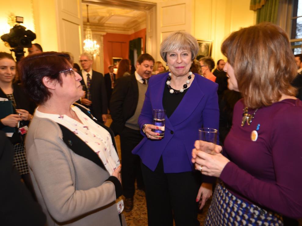 La primera ministra británica, Theresa May, en el acto de este miércoles en reconocimiento del legado de Joe Cox.