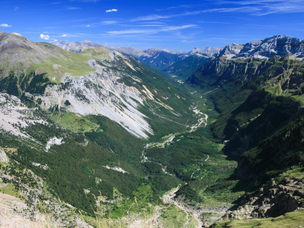 Valle glaciar de Pineta, modelado en el pasado por el glaciar del Cinca