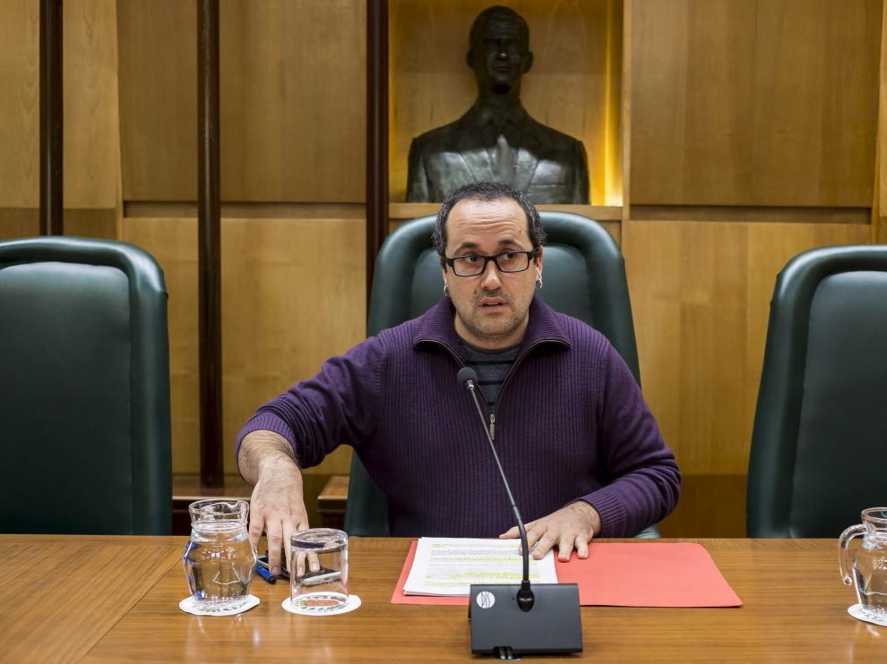 Alberto Cubero, en una comisión del área de Servicios Públicos y Personal.