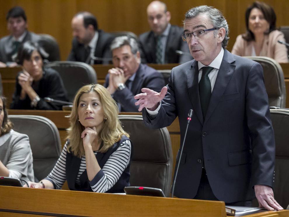 Luis María Beamonte, líder del PP en Aragón, en las Cortes