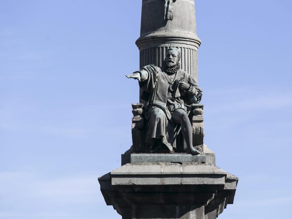 Monumento al Justiciazgo en la plaza Aragón de Zaragoza.