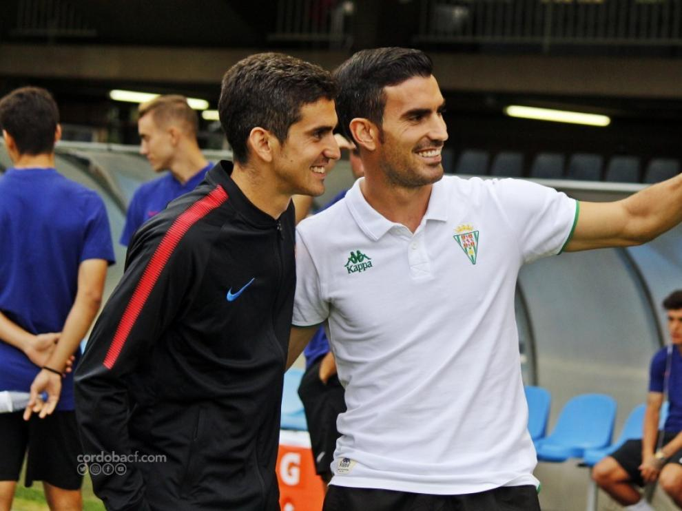 Jesús y Alejandro Alfaro se fotografían juntos en el Miniestadi en el partido de la primera vuelta entre el Barcelona B y el Córdoba.