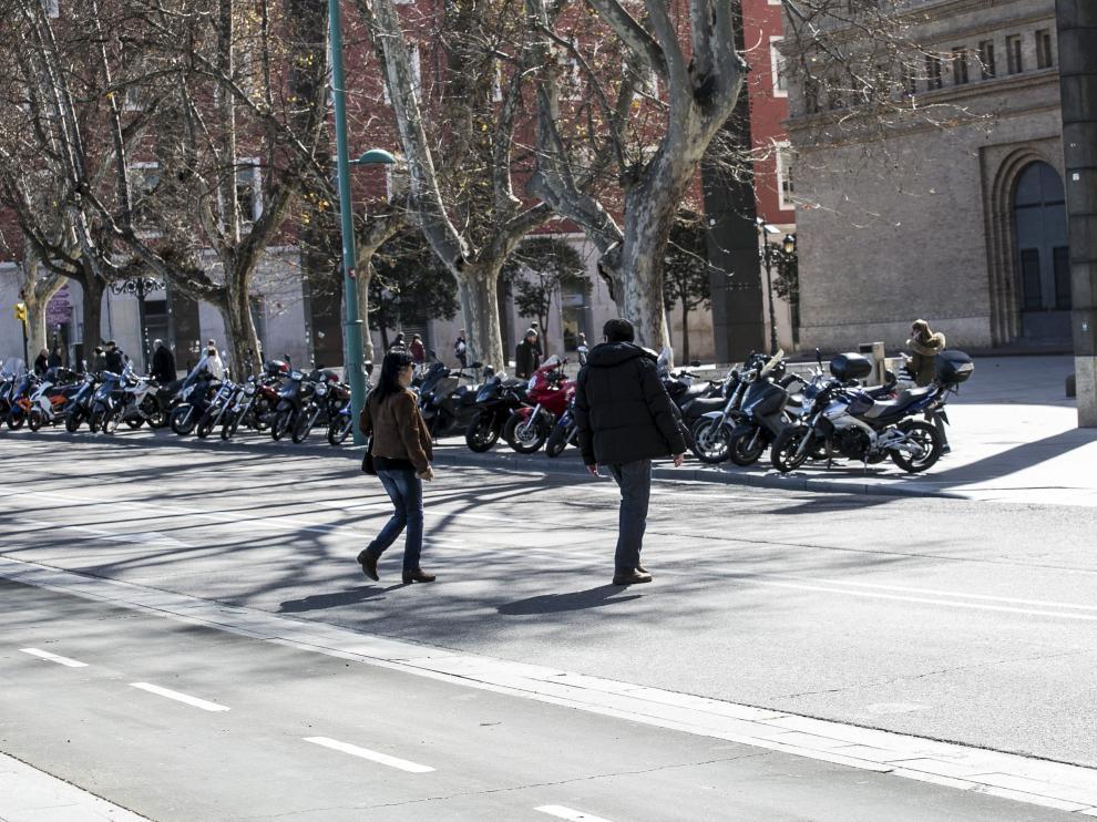 Cruzar un semáforo en rojo en Zaragoza se sanciona con multas de 18 euros.