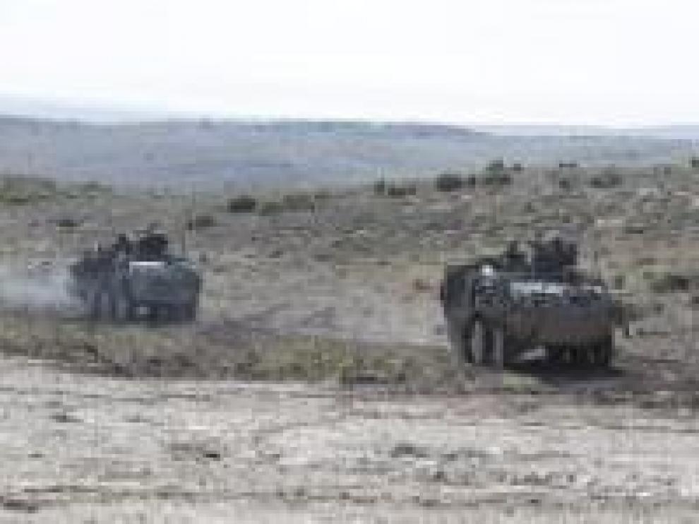 Unos blindados en unas maniobras en el campo de San Gregorio.