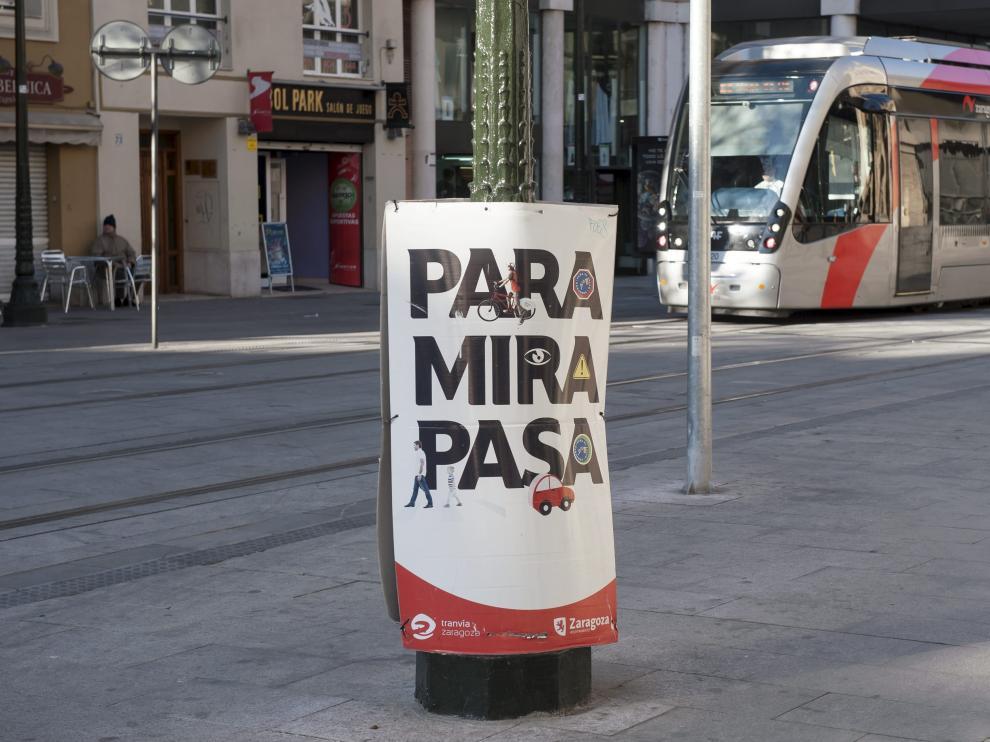 El Consistorio pondrá de nuevo en marcha la campaña 'Para, mira, pasa' para evitar atropellos por el tranvía.