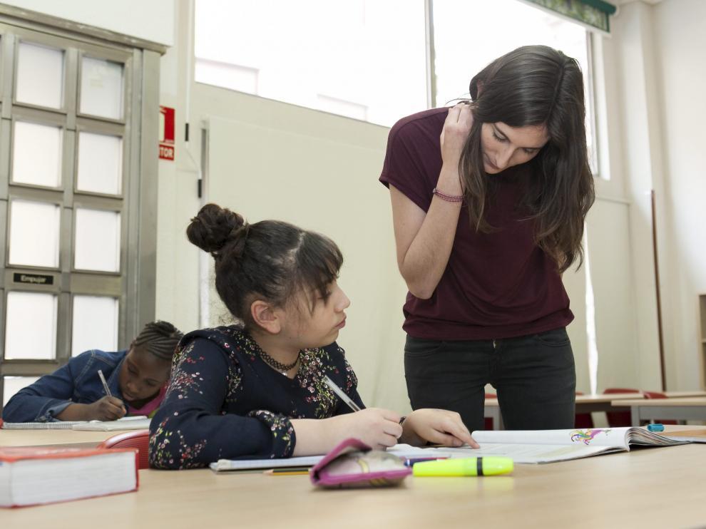 Programa de voluntariado de la Universidad para ayudar a hacer los deberes.