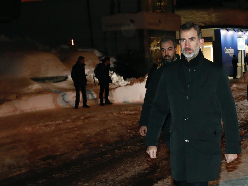 El rey Felipe VI llega a la localidad suiza de Davos