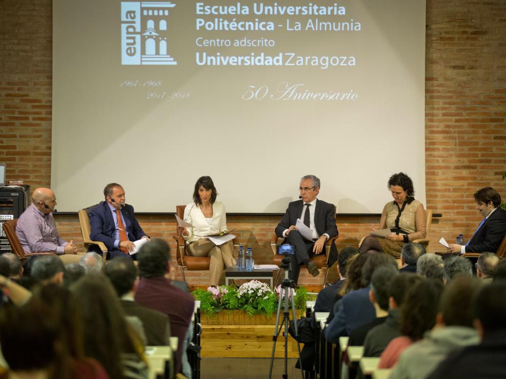 Representantes de Cemex, Tecnalia, Guissona, HMY-Yudigar y Arco Electrónica en la mesa de este miércoles.