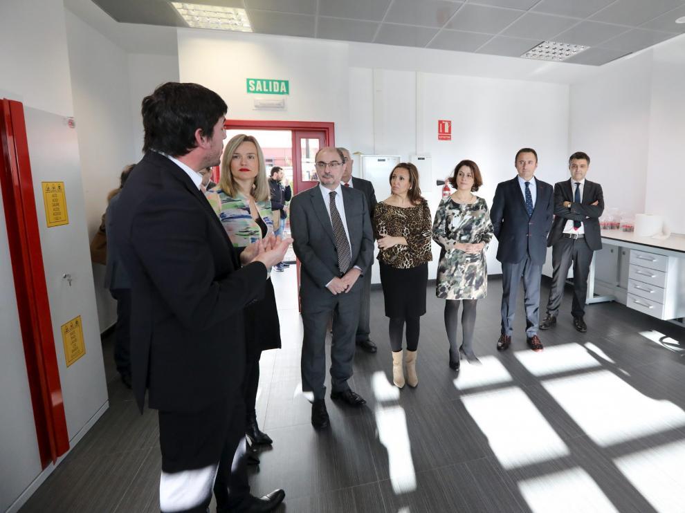 Las autoridades, con el presidente Javier Lambán a la cabeza, visitando las instalaciones del centro de Bioeconomía