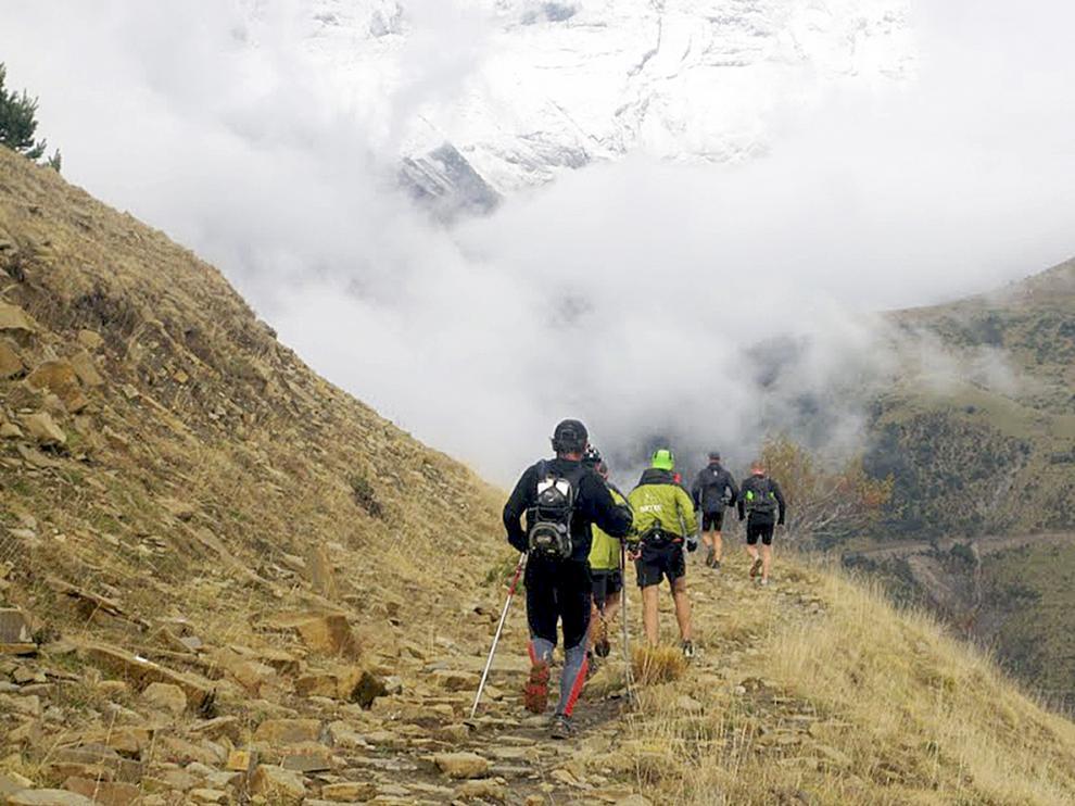 Corredores participando en la Vuelta del Último Bucardo.