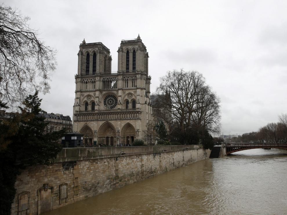 El Sena, desbordado a su paso por París
