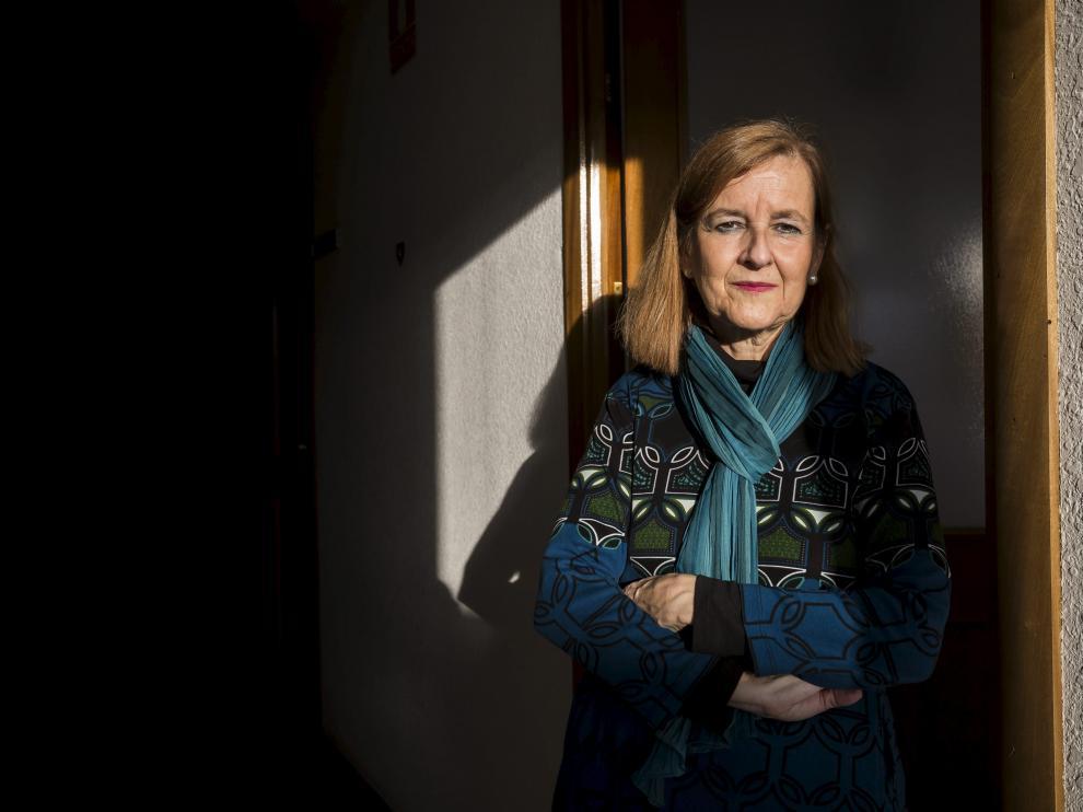 María Elósegui en la puerta de su despacho de la Universidad de Zaragoza el martes, un día antes de estallar la polémica.