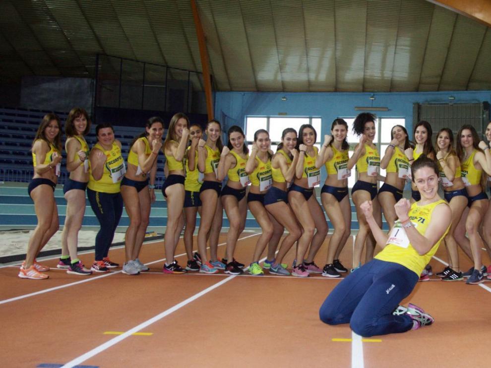 La escuadra femenina del Simply Scorpio, en el Palacio de los Deportes de Zaragoza.
