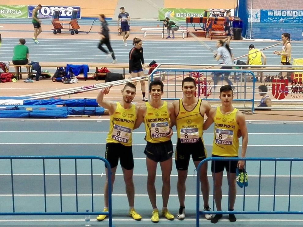 El relevo 4x400 del Scorpio (Enrico Luciano, César Larrosa, Guillem Vals y el juvenil Mario Nuviala).