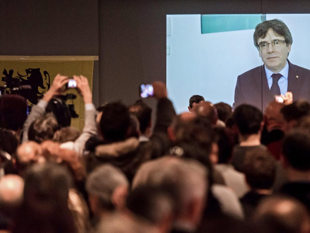 El expresidente catalán en un vídeo proyectado por el N-VA en Lovaina.