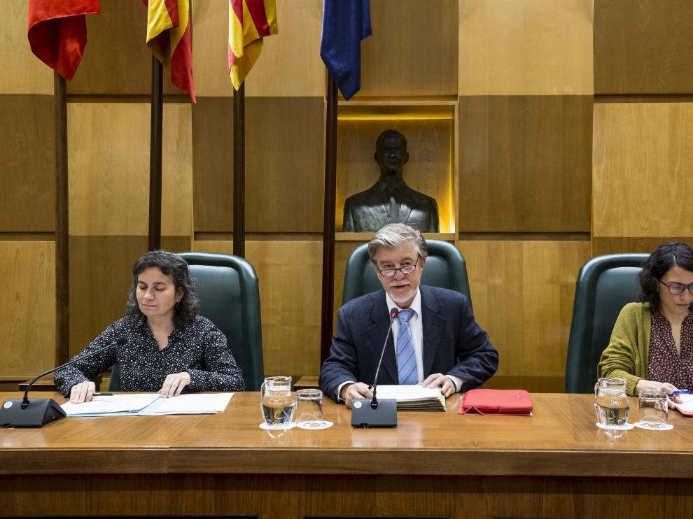 La vicealcaldesa, Luisa Broto, el alcalde, Pedro Santisteve, y Elena Giner, este martes en el pleno.