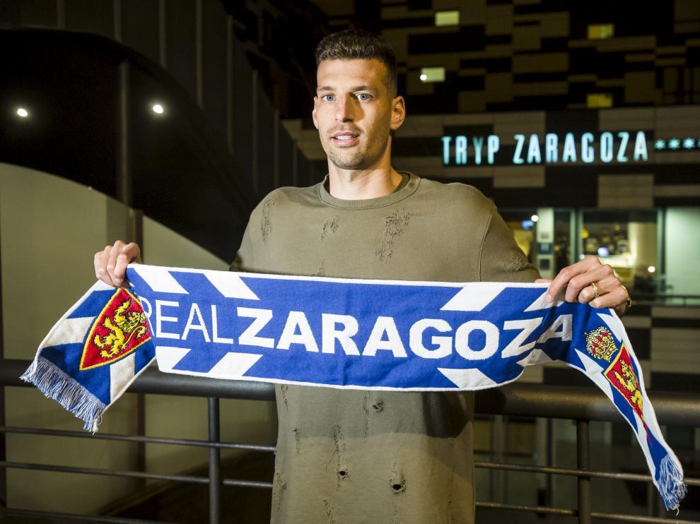 Bruno Perone, ayer, en Zaragoza, ya incorporado a la disciplina del club aragonés.