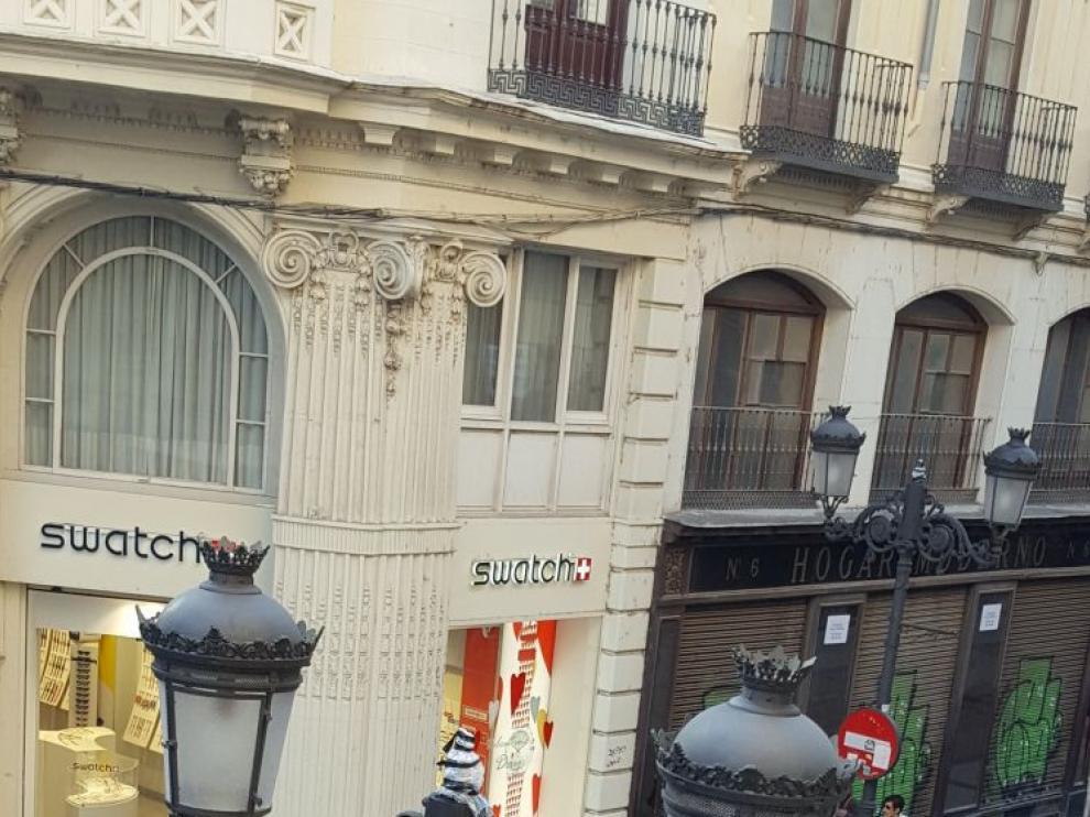 Una de las farolas de la calle Alfonso, sin la cabeza central.