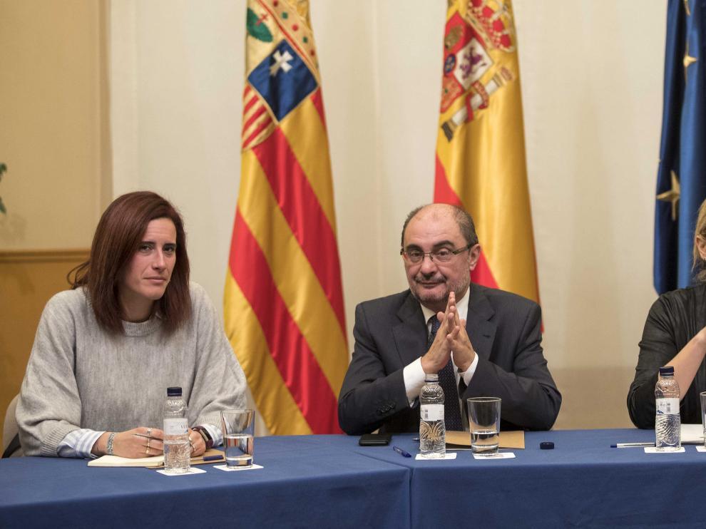 El presidente del Gobierno, Javier Lambán, la consejera de Economía, Marta Gastón, y la presidenta del comité de empresa, Sara Martin, tras la reunión del pasado 25 de enero.