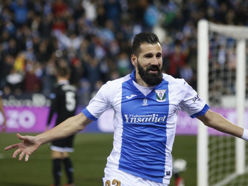 El defensa griego, Dimitrios Siovas, celebra un gol del Leganés