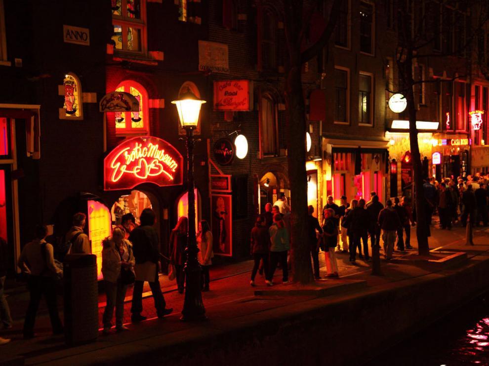 Por el Barrio Rojo de Ámsterdam pasan semanalmente 30.000 turistas.