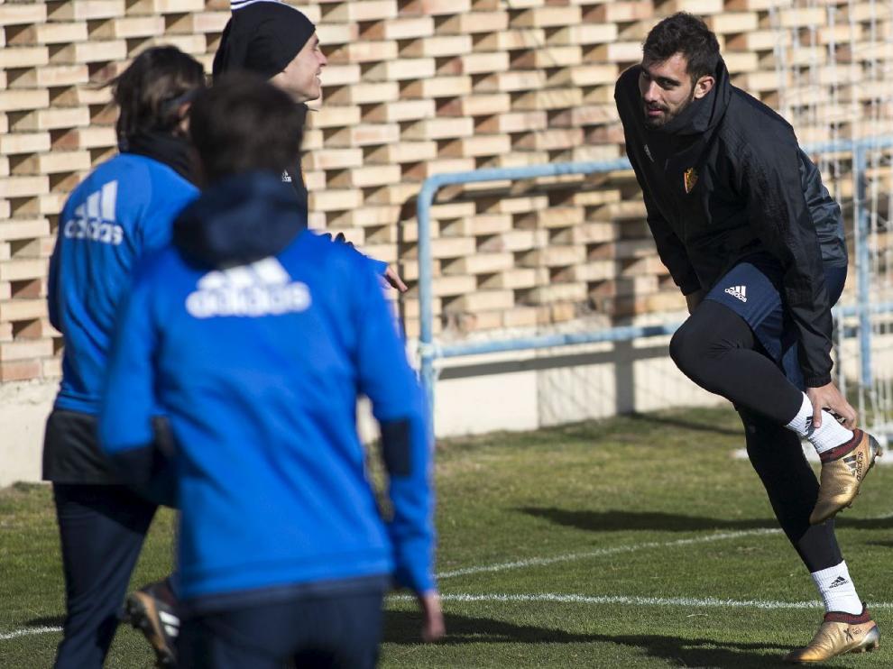 Borja Iglesias, en una fase del entrenamiento de este viernes en la Ciudad Deportiva.