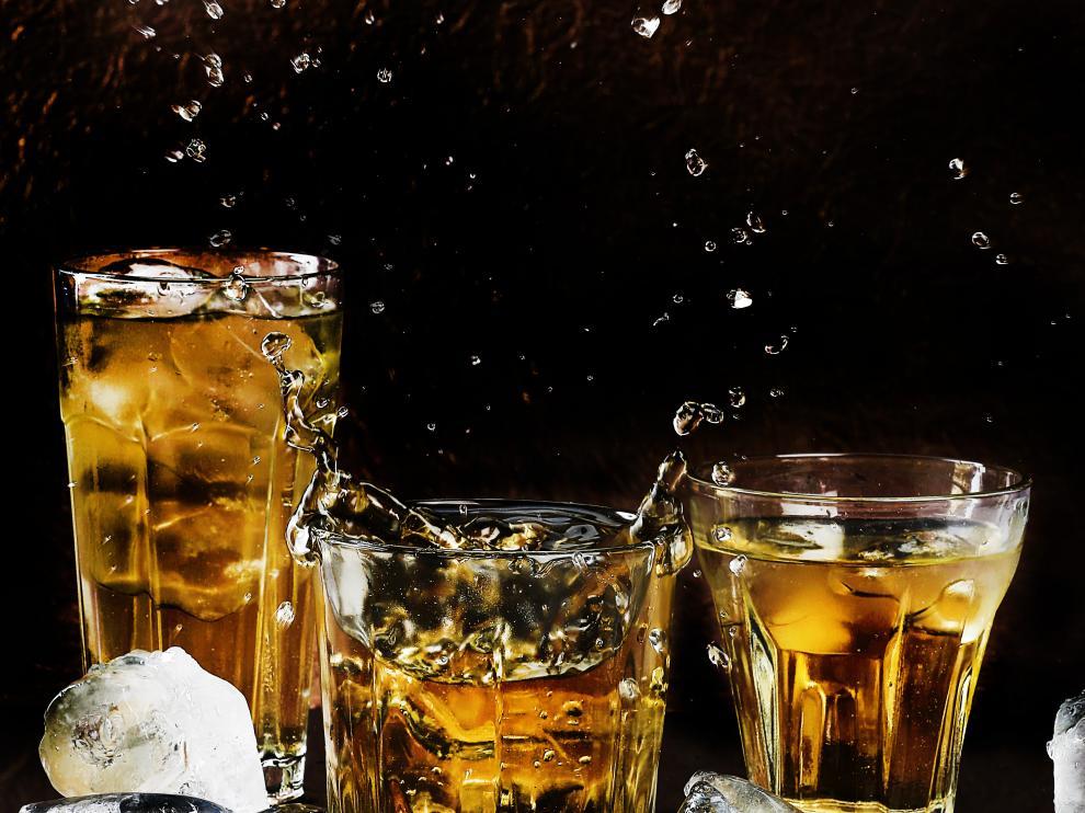 Su influencia en el ánimo, su compatibilidad con una vida saludable o el hecho de que prevenga algunas enfermedades son algunos de los efectos positivos que causa el consumo moderado de alcohol.