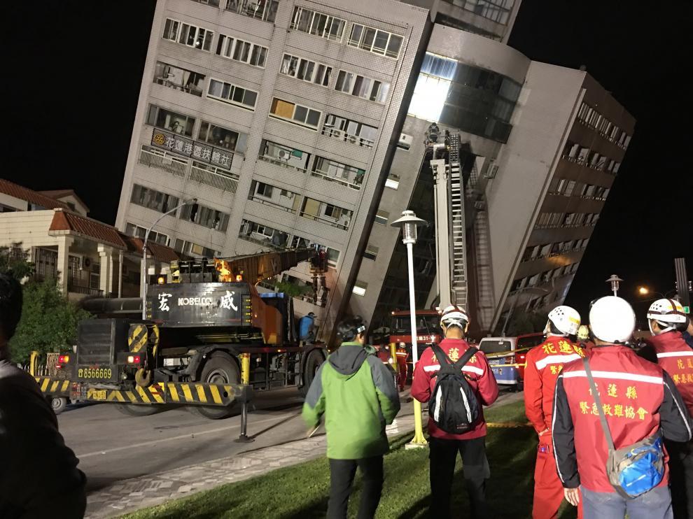 Centenares de personas atrapadas en los edificios tras un terremoto de más de 6 grados en Taiwán