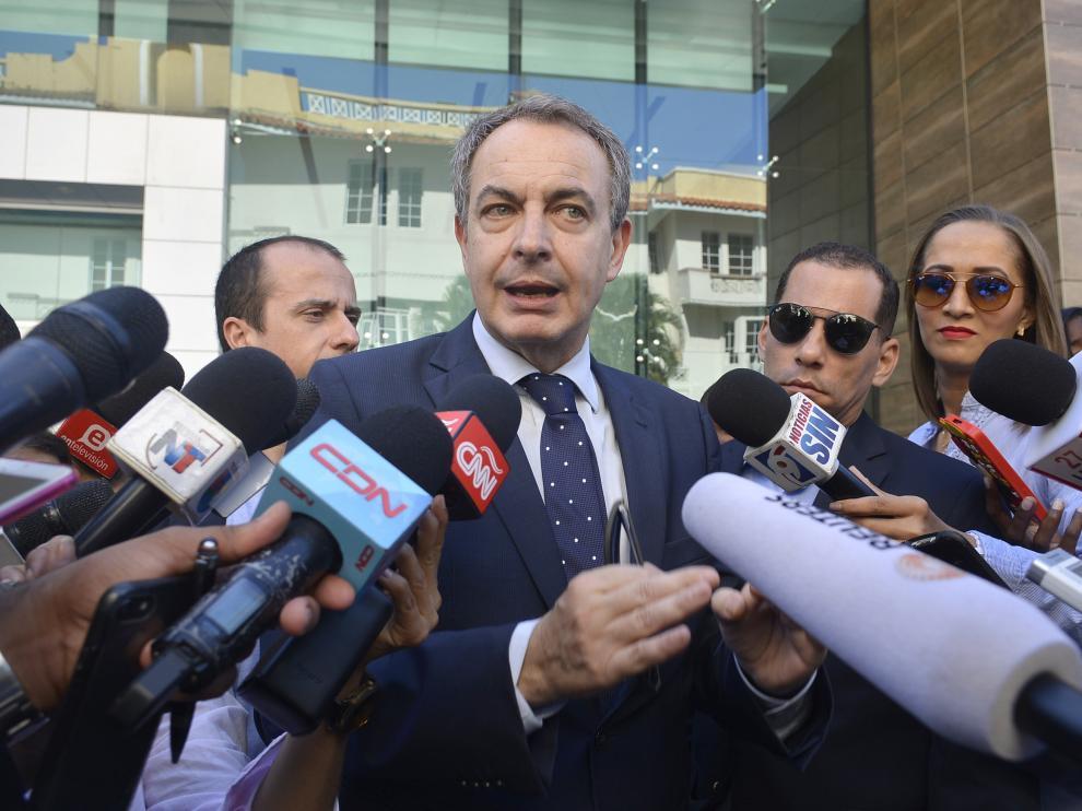 Zapatero a su llegada a la reunión con los representantes del Gobierno.