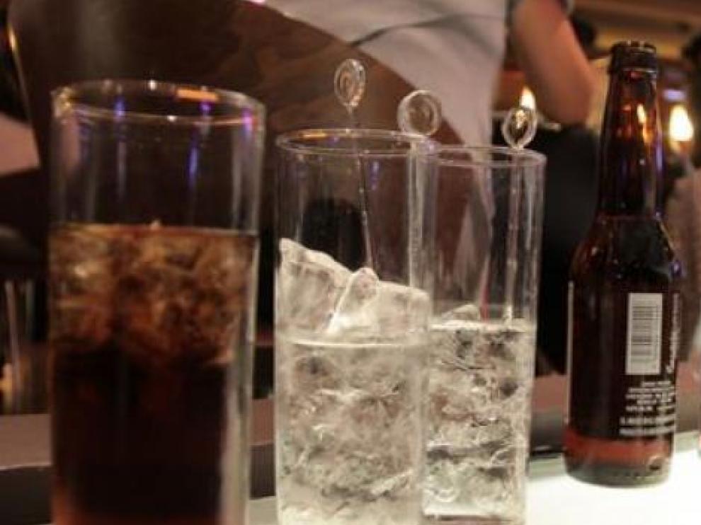 Consumo de alcohol en un bar de Zaragoza