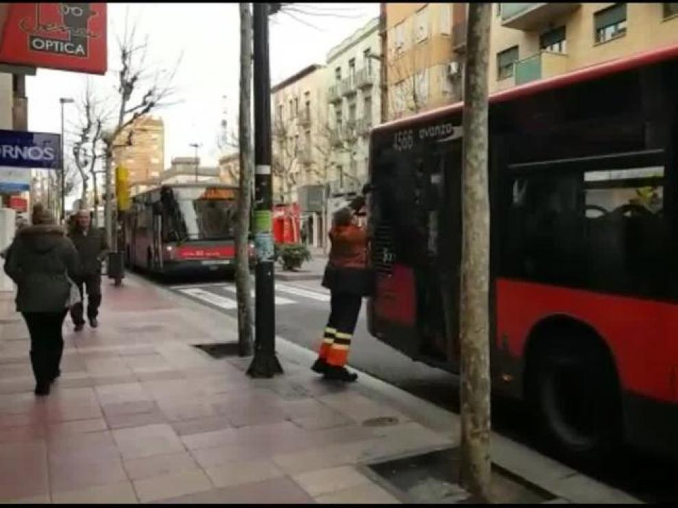 Imagen de archivo de un atasco en la avenida de Madrid por la avería de un autobús.