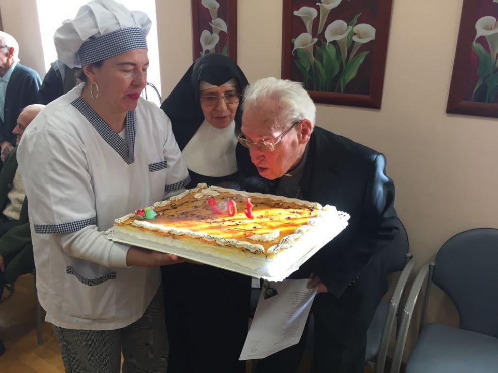 Damián Iguacen sopló las velas por su 102 cumpleaños.