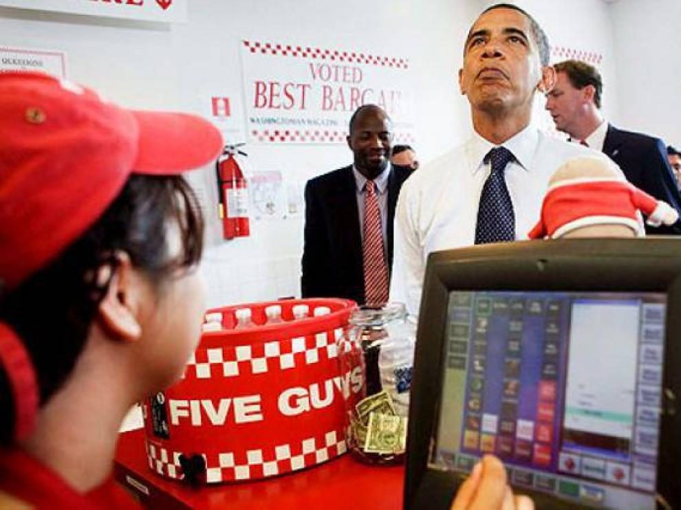 Obama, en un local de su hamburguesería de cabecera.