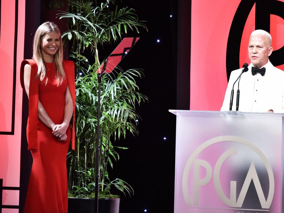 Ryan Murphy, junto a Gwyneth Paltrow, el pasado enero en Los Ángeles.