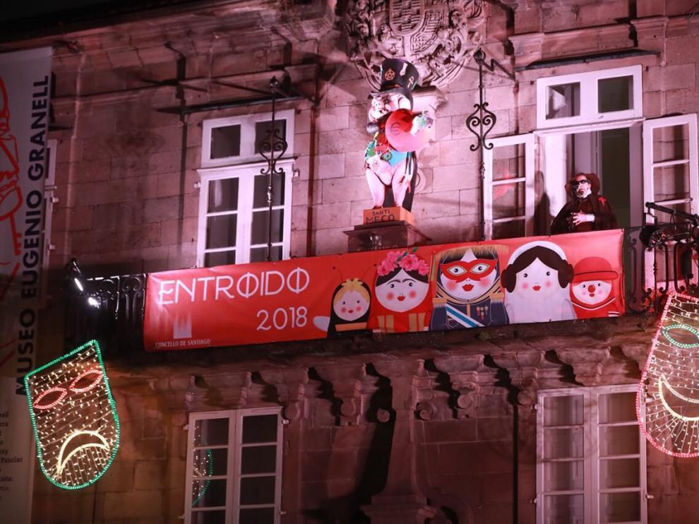 Un momento del pregón, celebrado en la plaza de O Toural