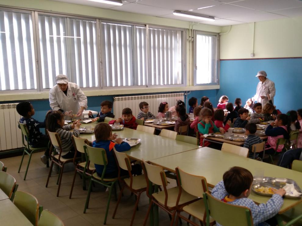 Queremos cocina en nuestro colegio porque la comida es más ...