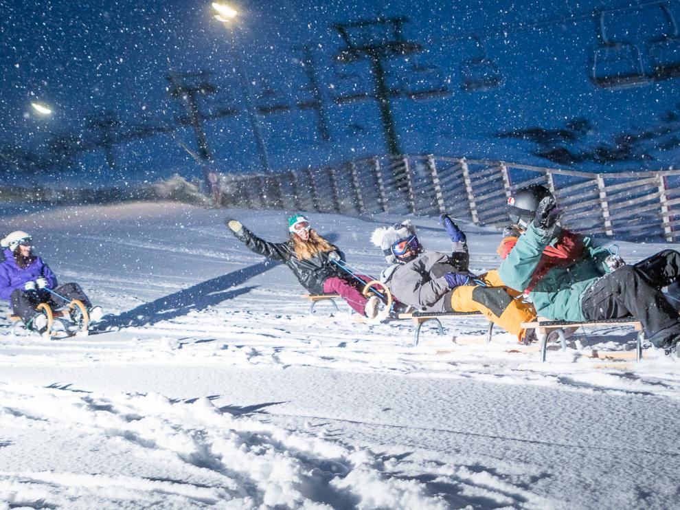 'Tobogganing', descenso en trineo a la luz de la luna, en Formigal.