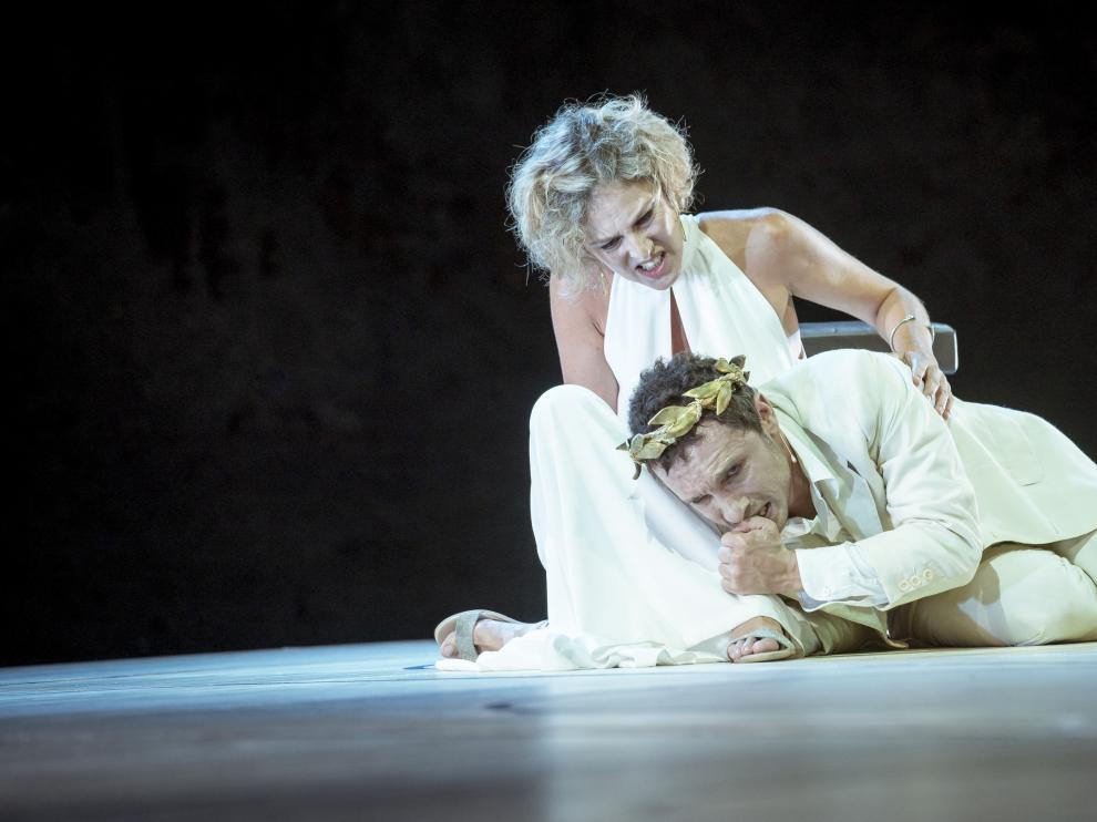 Mónica López y Pablo Derqui representarán la obra 'Calígula', hoy y mañana, en el Teatro Principal.