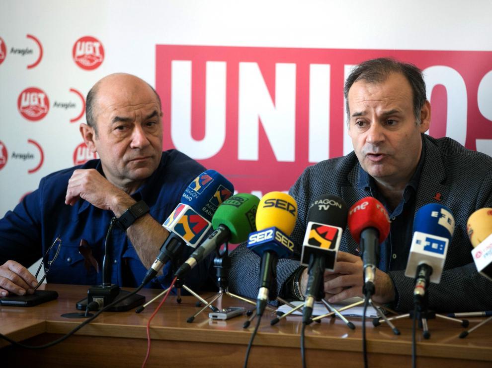 Daniel Alastuey, secretario general de UGT Aragón, y Juan Arcéiz, líder local de UGT FICA, este jueves.