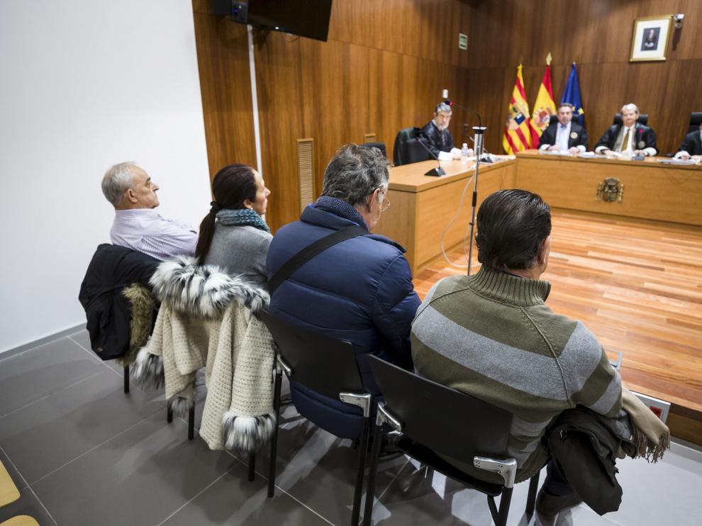 Los cuatro acusados (Federico R. P., a la izquierda) este martes en la Audiencia de Zaragoza.