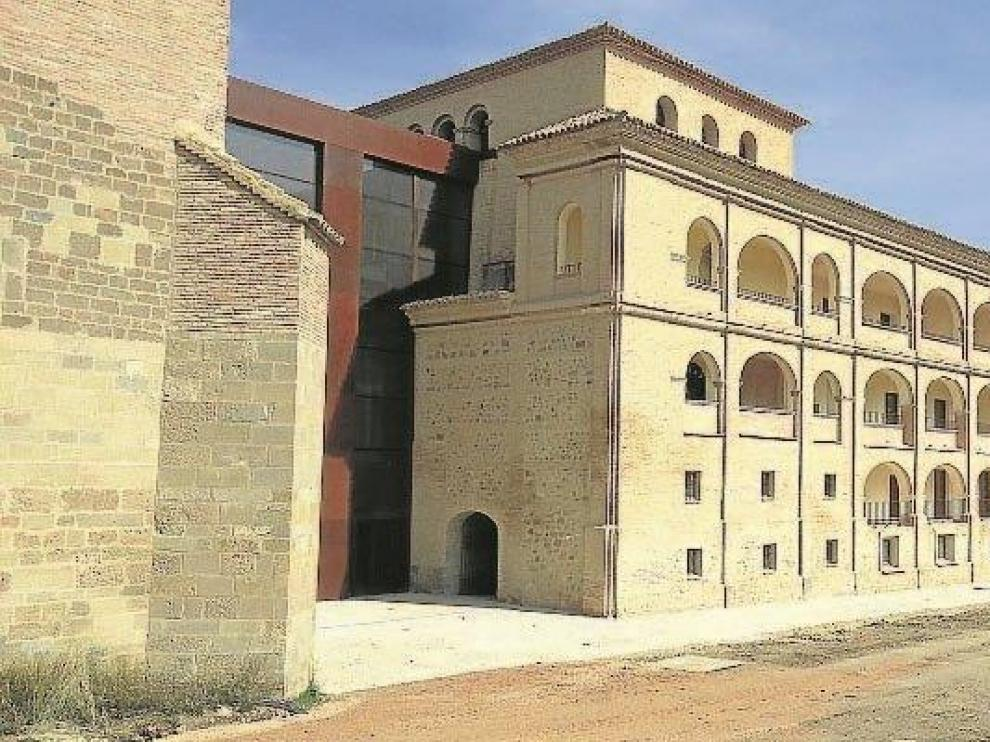 Fachada barroca del monasterio, donde se encuentra la entrada al parador.