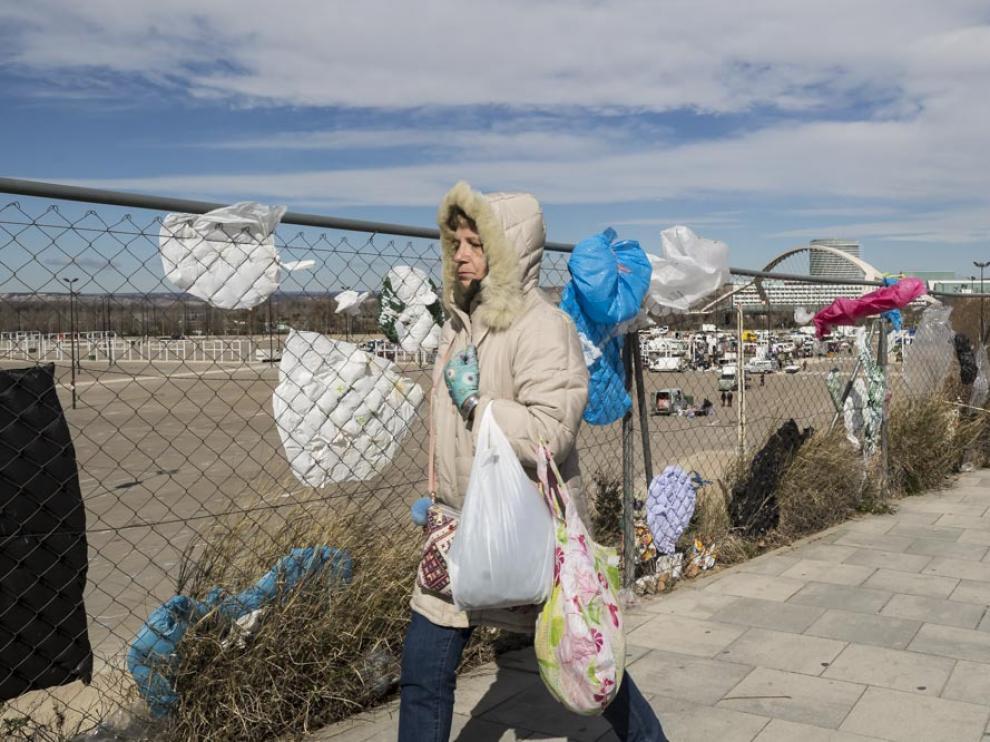 Acumulación de bolsas de plástico en las inmediaciones del rastro en su actual ubicación de La Almozara