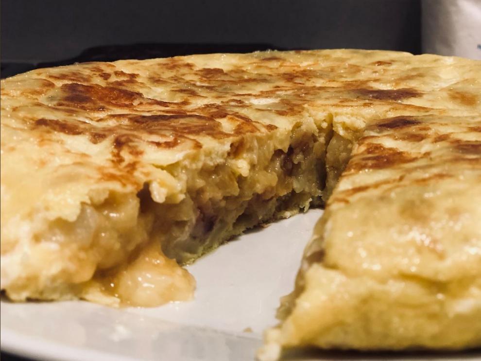 Receta de tortilla de patata con queso de cabra.