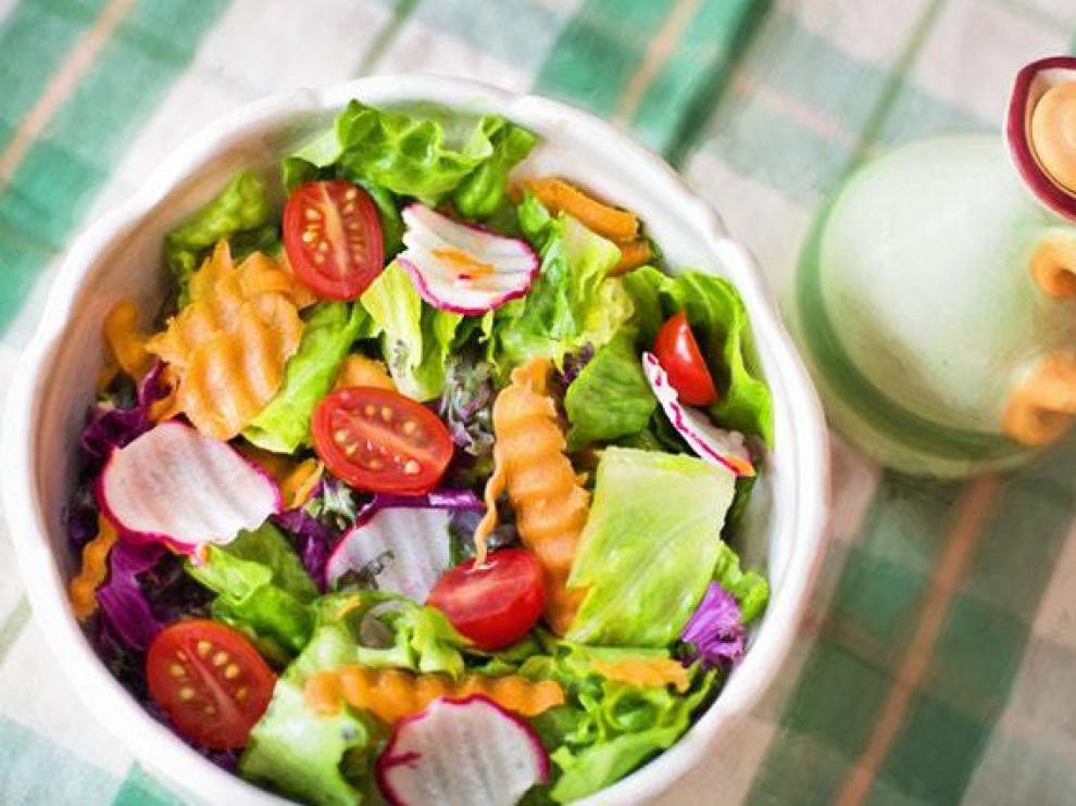 Las ensaladas son una de las mejores opciones de comida para llevar.