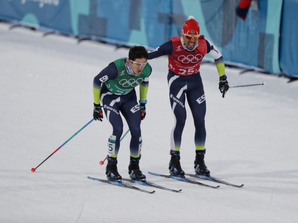 Martí Vigo, de verde, junto a Imanol Rojo después de la prueba de sprint por equipos libre de este miércoles.