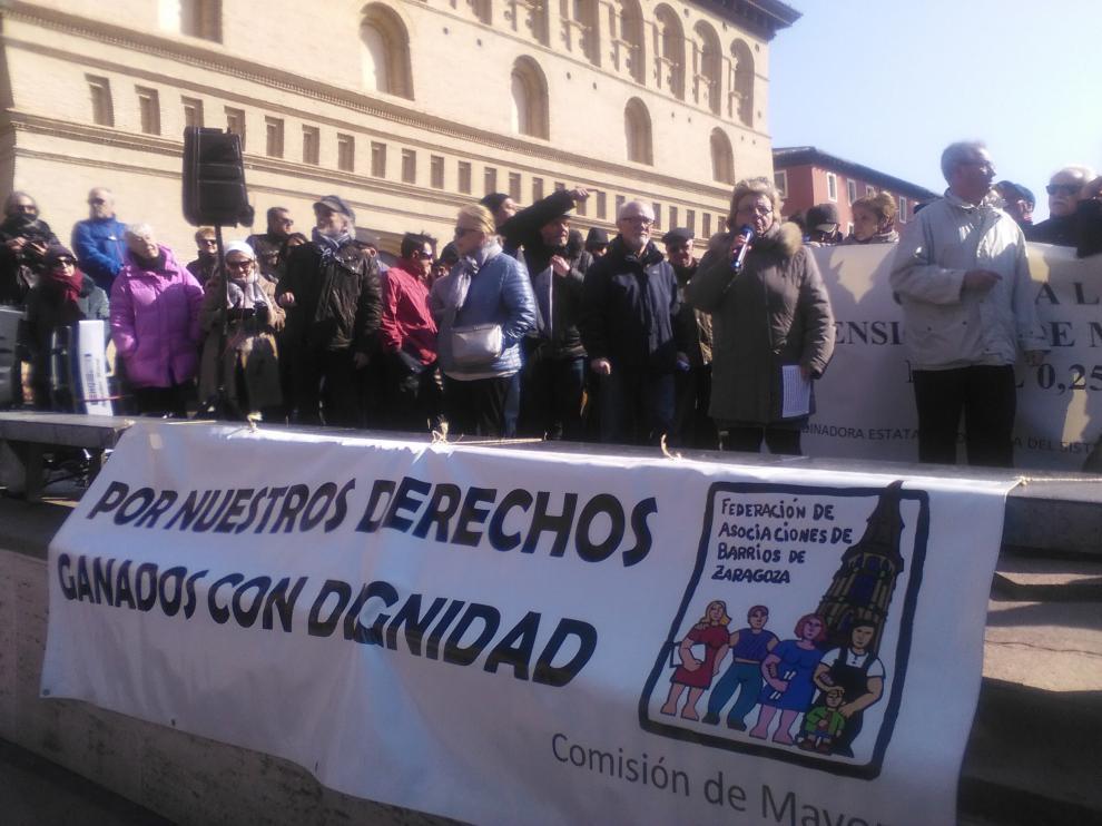 Pancarta en defensa de las pensiones.
